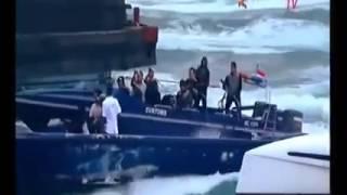 Download Video video operasi penangkapan penyelundup yang melawan petugas MP3 3GP MP4