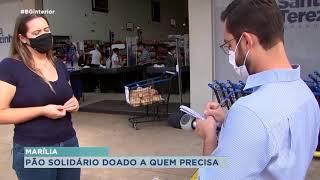 Marília: supermercado coloca carrinho na calçada e doa pães para quem não pode pagar