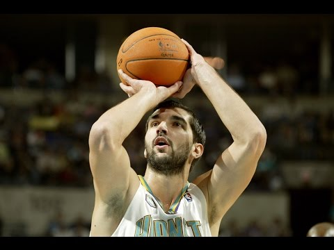 Peja Stojakovic Scores 20 Consecutive Points for Hornets  11.14.2006