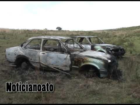 Veículos furtados são encontrados depenados e carbonizados