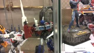 Transformers Review #10: TFCON 2012 Day 2 (Sunday) Walking the Dealer Room