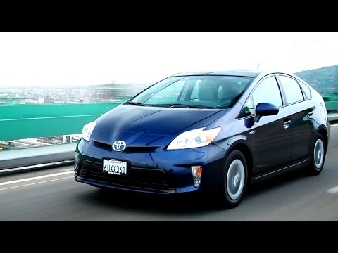 2012 Toyota Prius Video Review – Kelley Blue Book