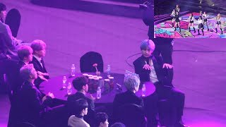 Video 190115 BTS Reaction to BBoomBBoom 'MOMOLAND' (모모랜드 무대보는 방탄소년단) 4K 직캠 by 비몽 MP3, 3GP, MP4, WEBM, AVI, FLV Januari 2019