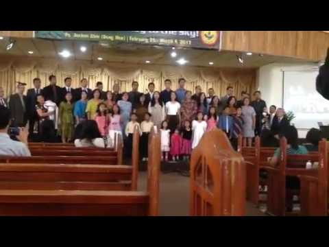 Never Give Up....Mountai View family choir (видео)
