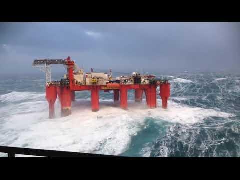 Моряки - Работа на нефтяной вышке в шторм