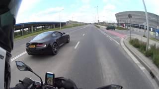 Nie zadzieraj z Kawasaki! Szybka karma dla typa z Aston Martina po tym jak pokazał fucka!