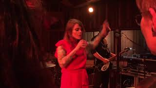 Coeur de Pirate - Dans la nuit (Live @ Bruxelles, showcase Radio Contact)