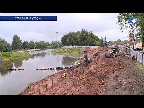 На набережной Рыбаков в Старой Руссе ведутся раскопки