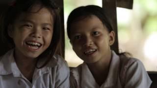 """Báo cáo Tình trạng dân số thế giới năm 2016 của UNFPA, với tiêu đề """"10 tuổi: Tương lai của chúng ta phụ thuộc vào trẻ em gái ở độ tuổi này như thế nào"""" cho thấy tương lai của chúng ta phụ thuộc vào việc chúng ta đầu tư và hỗ trợ cho 60 triệu trẻ em gái 10 tuổi hiện nay như thế nào. 10 tuổi là cột mốc hết sức quan trọng đối với trẻ em gái bởi đây là thời kỳ các em bắt đầu bước vào tuổi dậy thì và sẽ trở thành người phụ nữ trưởng thành vào năm 2030 - thời hạn mà chúng ta phải đạt được Các mục tiêu toàn cầu về phát triển bền vững. Video này chia sẻ 10 câu chuyện của 10 bé gái 10 tuổi trên khắp thế giới về ước mơ và hoài bão trong tương lai. Video do UNFPA tại Việt Nam sản xuất nhân dịp công bố Báo cáo Tình trạng dân số thế giới 2016.English10: How our future depends on a girl at this decisive ageUNFPA flagship State of World Population 2016 '10: How our future depends on a girl at this decisive age' shows how our shared future will be shaped by how we support the world's 60 million 10-year-old girls today, and as they move to adolescence and on to adulthood throughout the era of the 2030 Global Goals for Sustainable Development. This video features ten stories of ten 10-year-old girls in the world about their wishes and dreams for the future. The video is produced by UNFPA in Viet Nam for the launch of the report in Viet Nam."""