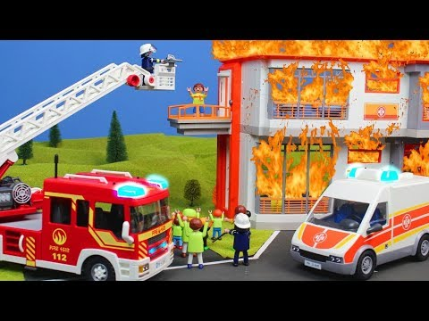 PLAYMOBIL English: School visit at the hospital + FIREFIGHTER BATHROOM fire | family kid's movie