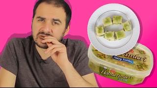 Bu videoda yöresel Türk tatlılarını tadıyoruz. Belluriye, höşmerim, pancar tatlısı, peynir helvası, damla kurabiye, pestil köme, met helvası... Çeşit çeşit tatlılar!Mediakraft'ın diğer kanallarını takip etmek için lütfen tıklayın:Oha Diyorum: https://www.youtube.com/user/OhaaDiyorumYapyap: https://www.youtube.com/user/yapyapOyun Delisi: https://www.youtube.com/user/oyundelisiBonbonTV https://www.youtube.com/c/bonbontv