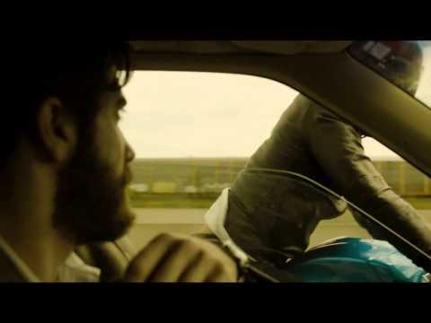 Jake Gyllenhaal w roli nauczyciela, który odkrywa, że w jego okolicy mieszka mężyczyzna o uderzająco podobnym wyglądzie. Oparty na powieści José Saramago thriller eksplorujący mroczne zakamarki ludzkiej podświadomości, zrealizowany przez twórcę LABIRYNTU