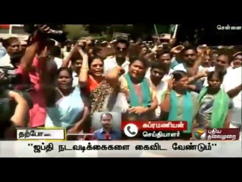Farmers-stage-protest-in-Chennai-central-railway-station-demanding-loan-waiver