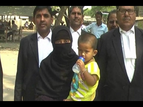 Video Gonda: Man gives wife triple talaq in court and ran away download in MP3, 3GP, MP4, WEBM, AVI, FLV January 2017
