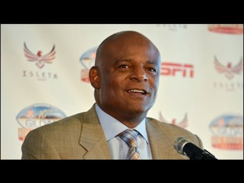 Facing ... harassment suit, Warren Moon takes leave from broadcasting