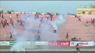 Senegal'in başkenti Dakar'da, futbol ligi final maçında yaşanan izdiham 8 kişinin hayatına mal oldu.Cumartesi akşamı Demba Diop stadında oynanan maçın uzatma dakikalarında, Ouakam adlı takımın taraftarlarının Stade de Mbour taraftarlarına sert cisimler fırlattığı belirtildi.Olay kontrolden çıkınca iki takımın taraftarları çatıştı. Polis kalabalığa göz yaşartıcı bombayla müdahale etti. Bu esnada yaşanan panik izdihama yol açtı.Eight die in Senegal football stadium chaosRead more: https://t…İLGILI HABERLER: http://tr.euronews.com/2017/07/16/senegalde-macta-izdiham-8-olueuronews: Avrupa'nın en çok izlenen haber kanalı.Üye ol! http://www.youtube.com/subscription_center?add_user=euronewstreuronews şimdi 13 ayrı dilde: https://www.youtube.com/user/euronewsnetwork/channelsTürkçe: Web sayfası: http://tr.euronews.com/Facebook: https://www.facebook.com/euronews.trTwitter: http://twitter.com/euronews_tr