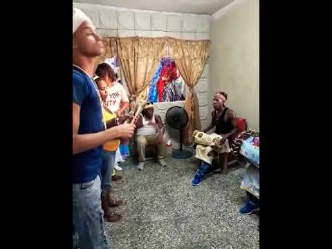 Tambor para Obatalá en el cumpleaños #9 mesa llamada a Yemayá en la casa de Odulami