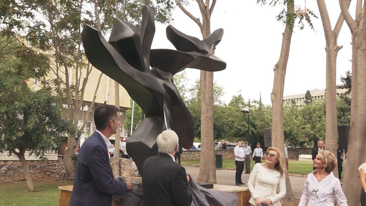 Ο Πρόεδρος της Δημοκρατίας στα αποκαλυπτήρια του γλυπτού «Δένδρο της Ειρήνης»