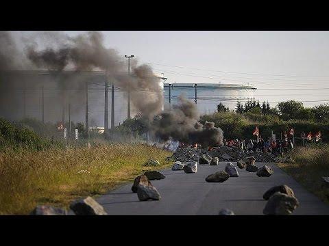 Γαλλία: Κλιμακώνεται η αντιπαράθεση συνδικάτων-κυβέρνησης