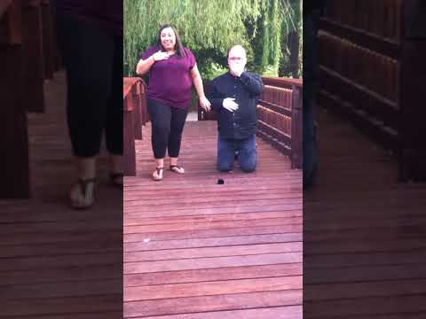 Hupsheijaa ja 3000 kupru kosintaan – Nakkisormi ja neiti sillalla