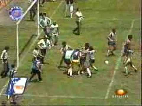 1986. - Pelea entre america y chivas en partido de liga.