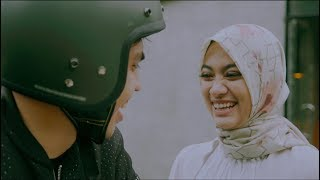 Dengarkan Dia   Teman Tapi Menikah  Official Music Video