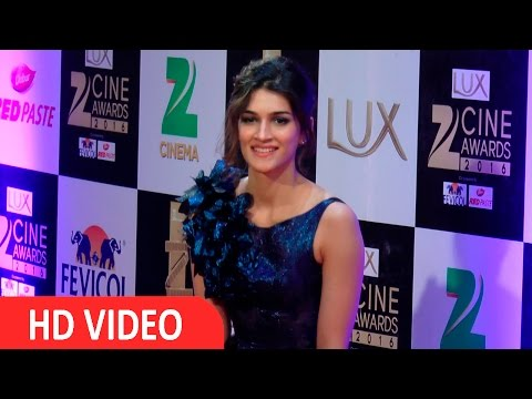 Kriti Sanon At Red Carpet Of Zee Cine Awards 2016