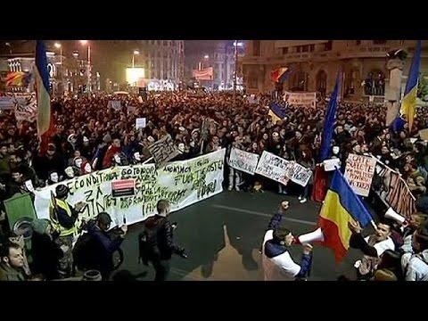 Ρουμανία: Ανυποχώρητοι οι διαδηλωτές-Ζητούν εκλογές