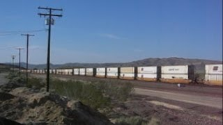 Barstow (CA) United States  city pictures gallery : USA: A long freight train passing westbound through Barstow (San Bernardino County, California)