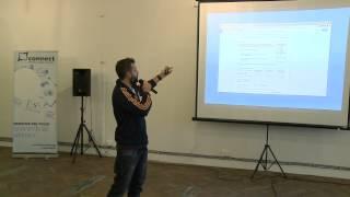 Foto z akcie BarCamp Bratislava prednáša Martin Klempa.