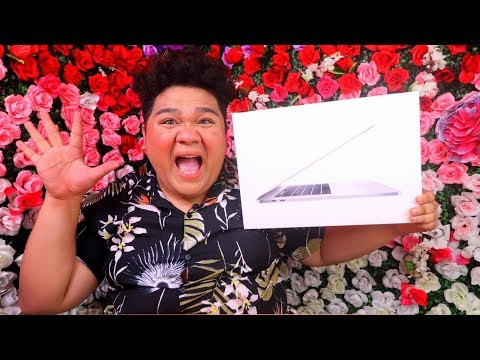 UNBOXING MY NEW LAPTOP (MACBOOK PRO 2019)