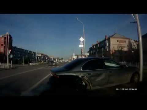 Водитель BMW проехал на красный