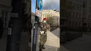 Żandarmeria Wojskowa mobilizowana jest pod budynkiem Sejmu