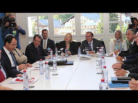 Κυπριακό: Αναβολή στις πρωινές διαπραγματεύσεις – Επαφές Άιντα με εμπλεκόμενα μέρη