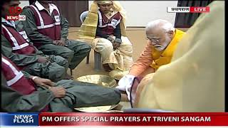 PM Modi honours five 'Safai Karmacharis', washes their feet as per ancient tradition