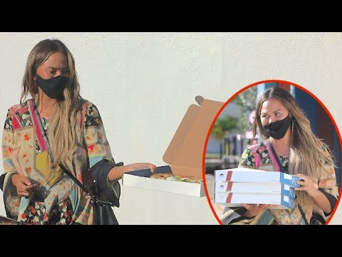 Chrissy Teigen Is Feeling Charitable As She Shares Pizza With The Paps