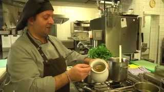 Asiatisches Gemüse, geschmorten Pak-Choi mit Shiitakepilzen und grünem Spargel