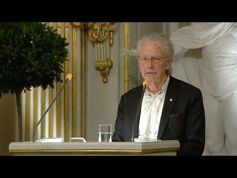 Video - Σουηδία: Υπό τη σκιά διαδηλώσεων, ο Πέτερ Χάντκε παρέλαβε το Βραβείο Νόμπελ Λογοτεχνίας