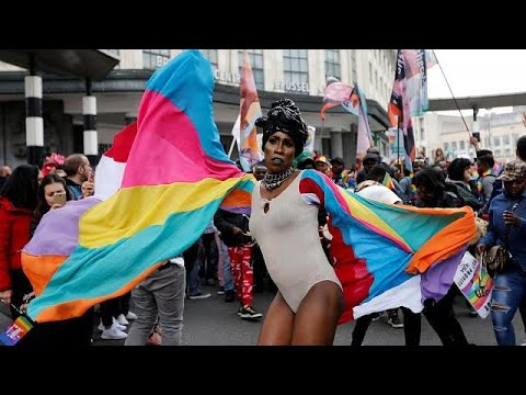 Brüssel: 100.000 Menschen demonstrieren für LGBTI-Rec ...