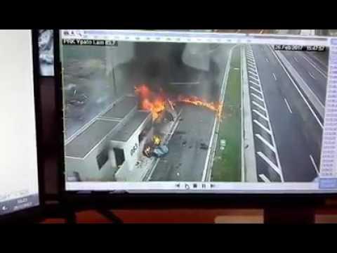 Video - Απίστευτο δυστύχημα σε πάρκινγκ της εθνικής οδού με τέσσερις νεκρούς, ανάμεσά τους κι ένα μωρό