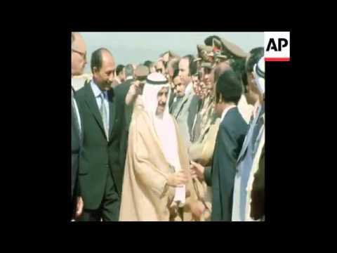 لحظة وصول الشيخ صباح السالم الصباح للقاهرة عام 1974م