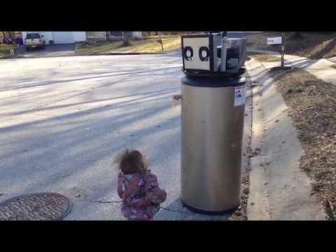 可愛小女孩遇到棄置的熱水器以為是「機器人」,接著的表白畫面瞬間吸引破百萬的點閱率!