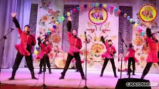 Выступление хореографического ансамбля Серпантин (преподаватель - Р.С. Подзолков) на XVI открытом областном конкурсе Белгородский карагод