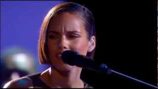 Alicia Keys - Brand New Me (At Royal Variety) (Live) lyrics (Spanish translation). | It's been a while, I'm not who I was before