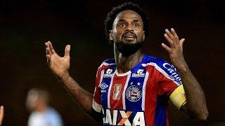 O Bahia ficou no empate, em 1 a 1, com o Avaí na noite deste domingo (16), no Estádio Roberto Santos, em Pituaçu, Salvador,...