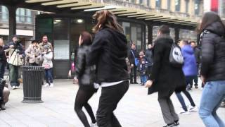 Video Flashmob marry you bruno mars proposal Tony & Sara piazza Cordusio Milano MP3, 3GP, MP4, WEBM, AVI, FLV Januari 2019
