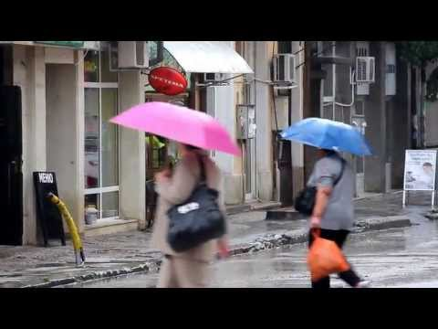 Проливен дъжд заля улиците във Враца