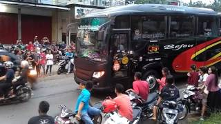 Video Konvoi Bus Bejeu Melewati Pemburu Klakson Telolet | Bus Mania MP3, 3GP, MP4, WEBM, AVI, FLV Juli 2018