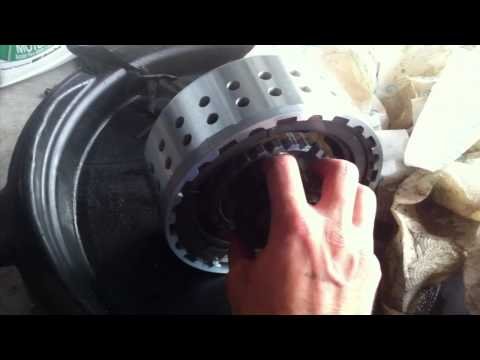 Suzuki Burgman 650 – Clutch cover removal and diagnosis