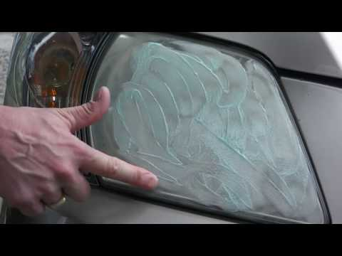 Ξεθαμπώνοντας τα φανάρια του αυτοκινήτου με οδοντόκρεμα